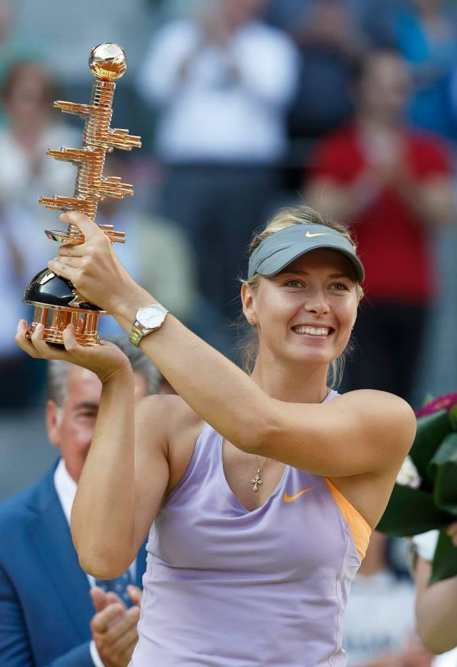 Sharapova cu trofeu